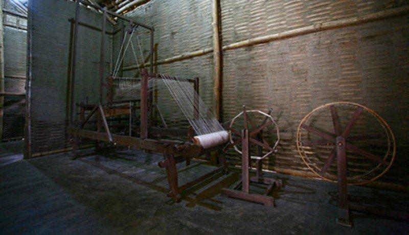Khung Cửi Bà Hoàng Thị Loan Đã Ngồi Dệt Vải Tại Ngôi Nhà Ở Làng Hoàng Trù